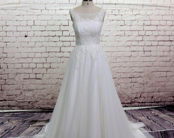 High Quality Wedding Gown Classic Lace Bridal Gown Bateau Neckline Wedding Dress with Chapel Train V-back Wedding Dress