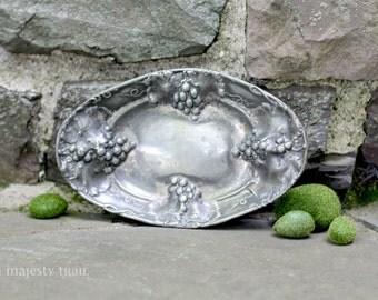 Ornate Art Nouveau Serving Dish, Homan Silverplate. Vintage. Repousse. Quadruple plate. Antique Flatware. Trinket tray. Grey. Home Decor.