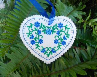 Christmas ~ Valentine ~ Wreath  Linen Heart Ornament ~ Decoration Machine Embroidered Blue ~ Green Floral