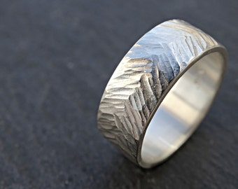 silver engagement band men, mens wedding band hammered, textured chevron ring silver, personalized wedding ring, alternative wedding ring