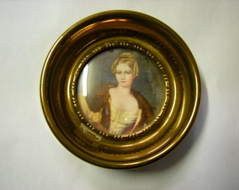 cameo portrait-stelzner cameo-wall display-boudoir display-round frame-Countess Hohnstein-