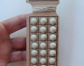 Victorian ~ Shoe Button Card With 24 ~ Off White Shoe Buttons ~