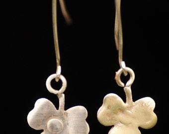 Gold earring 14