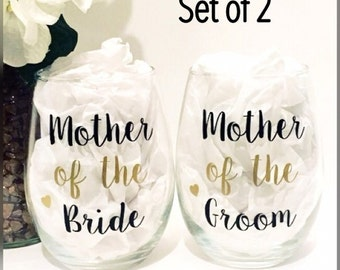 Mother of the Bride wine glass - Mother of the Groom gift - Mother of the Bride gift - Mother of the groom wine glass - wedding glasses