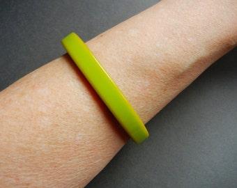 Pea green bakelite bracelet, green bakelite bangle, green yellow bakelite bangle, green bakelite bracelet,
