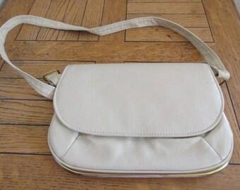 Vintage 1960's Cream PVC Handbag - Cute!!