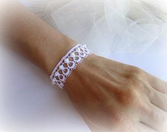 White lace bracelet, bridal lace bracelet, embroidered lace bracelet, wedding jewelry, bridesmaid bracelet, lace jewelry