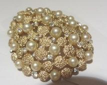 Vintage TRIFARI pearl brooch, pearl & rhinestone brooch,vintage trifari pearl brooch pin,designer brooch,
