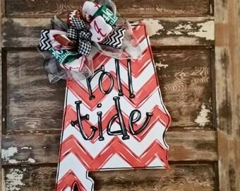 Roll Tide wooden door hanger. Roll Tide door hanger. Alabama door hanger. University of Alabama. Roll Tide. UofA wreath