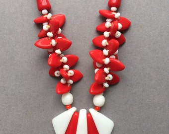 1950's Red & White Glass Beads Necklace