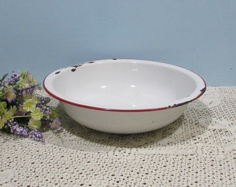White Enamel Pan with Red Trim ~ Enamelware ~ Retro Country Kitchen Pan ~ Dish Pan ~ 1940's ~ Farmhouse Kitchen ~ English Country Decor
