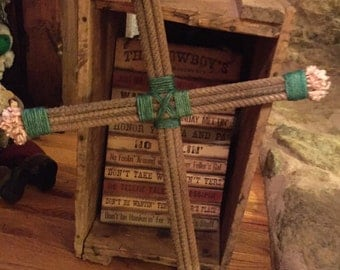 Rope Cross.Rope upcycled into a rustic cross with turquoise jute twine accents and pink frayed ends. Cowboy Cross decor.Western Home Accents
