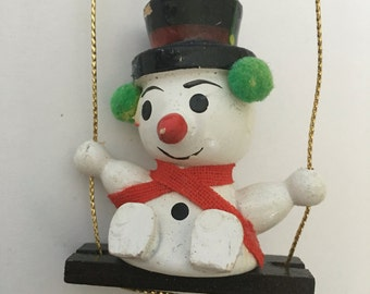 Swinging Frosty the Snowman Christmas Ornament