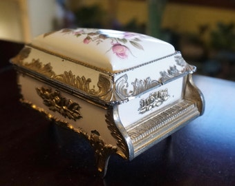 Metal Music Box; Faux Porcelain; Velvet Lined; Approx. 2.5 x 4 x 4 in. Classical Music !!!