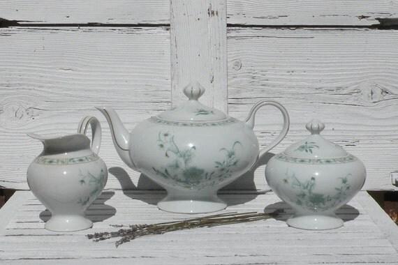 Limoges porcelain teapot set, French teapot set, Teapot set, French dining, Teatime, White floral porcelain, Limoges sugar pot, Limoges jug