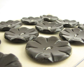 12 large brown buttons on a card, vintage flower-shape buttons from 1950s, unused!!