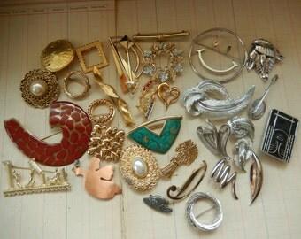 31 Piece Vintage Costume Jewelry Lot Brooch Pins Destash Craft