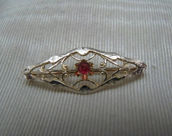 a579 Vintage 10k Yellow Gold Filigree Pin Brooch with a Single Center Ruby