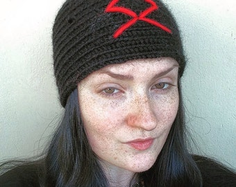 Handmade nålbinding hat black wool red odal rune