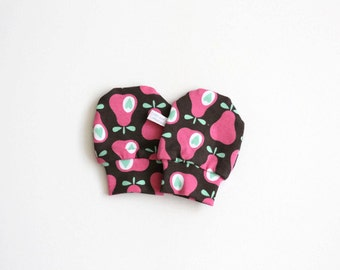 Organic baby mittens, scratch mitts GOTS fabric with retro pears. Baby Gift Boy or Girl Hand Covers Eco Friendly Pink retro pears and hearts