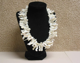 Gorgeous Vintage Mother Pearl Shell Necklace