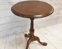 Vintage Queen Anne Style Ethan Allen Cherry Round Pedestal Side End Accent Table