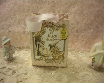 Alice in Wonderland Party Favor / Gift Bag Pink (4)