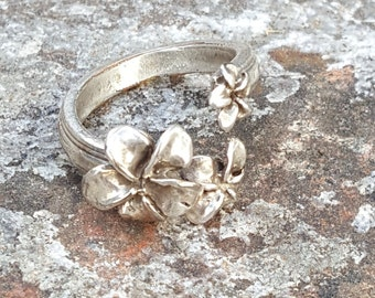 Vintage Pewter Ring~Flower Ring~Posey Ring~Unique Handcrafted Jewelry~Vintage Artisan Ring~Naturalist Jewelry~by JewelsandMetals.