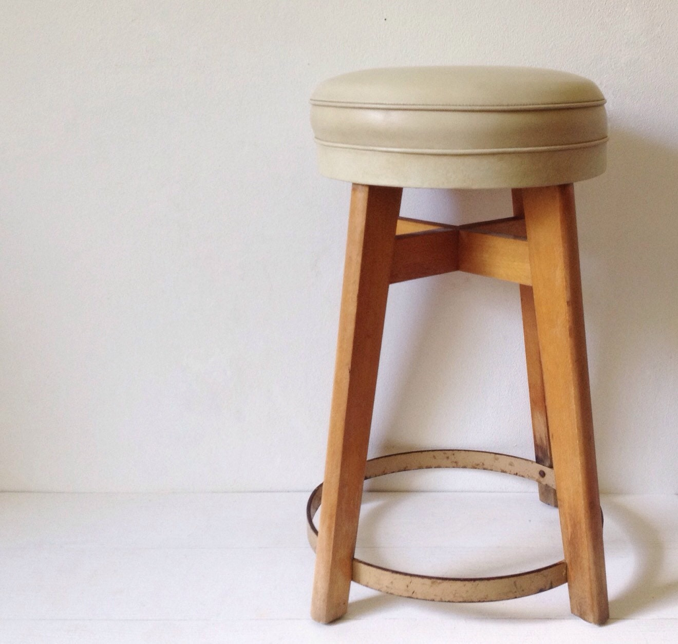 Mid century stool Benchairs retro bar stool with cream vinyl : ilfullxfull102158989965eo from www.etsy.com size 1320 x 1254 jpeg 203kB