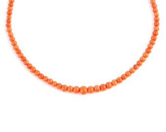 A Georgian Coral Necklace with a Gold Clasp