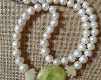 Jade Birds. Beautiful Fresh Water Pearls Necklace with Two Jade Birds stone and Precious Stone Drop