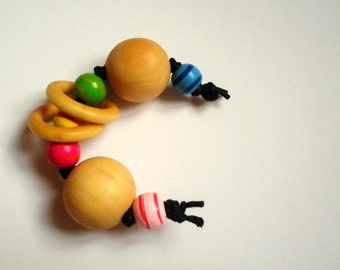Rattle Montessori, with 2 small wooden rings.