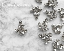 2pcs ∙ Dainty Silver Flower Earring Connector Detailed Floral Pendant Rhodium Jewelry Supplies
