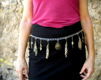 Belt-jewelry Golden original, chic and elegant, mounted on chain with charms, bird, leaves and tassels