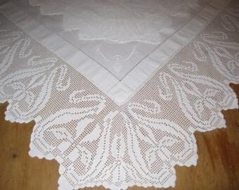 """ART NOUVEAU Antique English 8""""lace crochet edge tablecloth, Downton Abbey"""