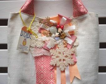 Bag/Stocking brings gift with brooch corsage