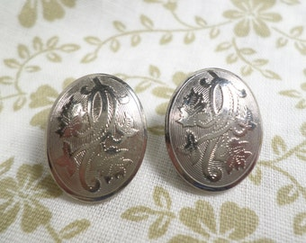 Beautiful Vintage Pair Of Silver Tone Engraved Flower Oval Clip On Earrings  DL#7609