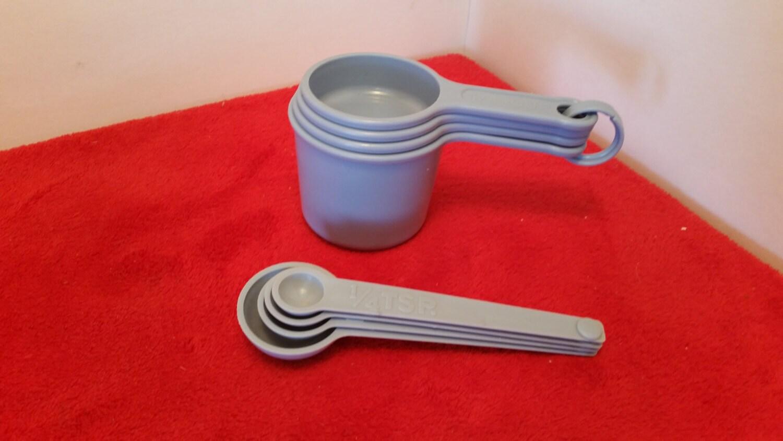 vintage rubbermaid measuring cups and measuring spoon set. Black Bedroom Furniture Sets. Home Design Ideas