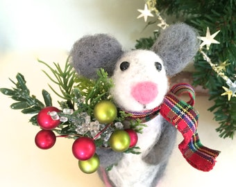 Christmas Mouse Christmas bouquet Needle felted Mouse needle felted animal felting mouse felting animal cute figurine felt wool red green