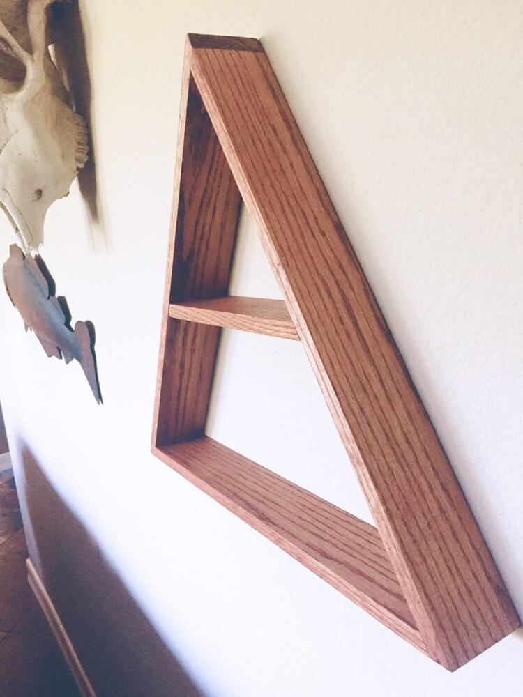 la main teint triangle tag re en bois d coration par. Black Bedroom Furniture Sets. Home Design Ideas