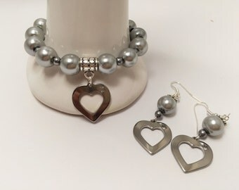 Ornament bracelet and grey earrings with heart ref 616