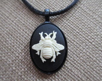 Cameo ~Bee~~ Necklace Pendant