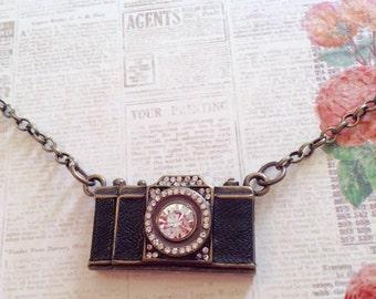 Camera Necklace, Vintage Camera, Photographer Necklace, Photographer Gift, Camera Charm, Vintage Necklace