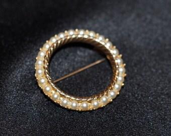 Pearl circle pin