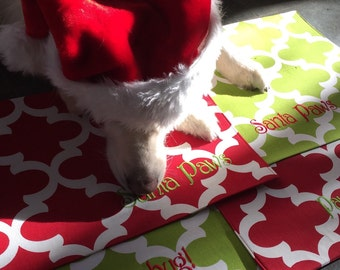 Santa Paws Holiday Placemat || Christmas Green Quatrefoil Bowl Mat || Personalized Puppy Gift by Three Spoiled Dogs