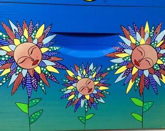 Crazy Daisey Beehive Box for Honey Bees, Custom Painted Bee Hive Art Beekeeping Equipment