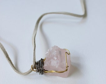 Rose quartz necklace in white suede