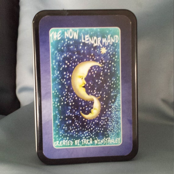 The NOW Lenormand / A training Lenormand with traditional and colorful illustrations suitable for beginners and seasoned readers alike!