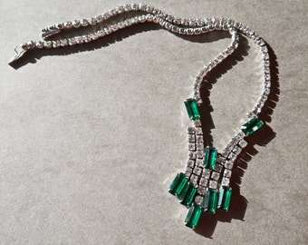 Mid Century White and Emerald Green Rhinestone and Silver Tone Necklace