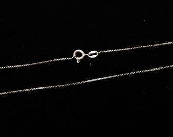 """A 17.5"""" Mid-Century Italian Box-Briolette Chain Necklace / Sterling Silver, Spring Clasp, 2.00 Grams #3879"""